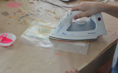 Mariposas de papel con ceras y crayones reciclados (11)