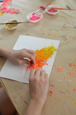 Mariposas de papel con ceras y crayones reciclados (2)