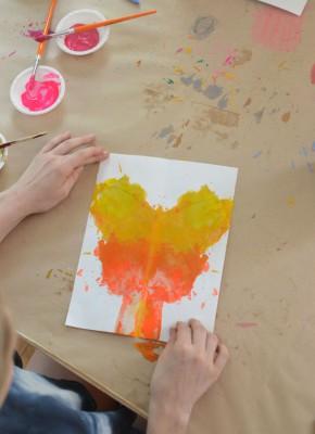 Mariposas de papel con ceras y crayones reciclados (5)