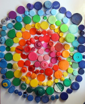 Murales con tapones de plástico (5)