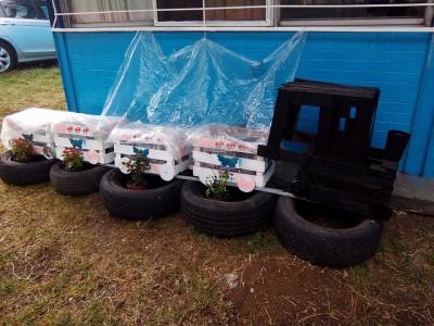 Decoramos nuestro patio con neumáticos y materiales reciclados (13)