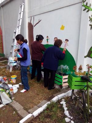 Decoramos nuestro patio con neumáticos y materiales reciclados (16)