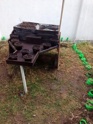 Decoramos nuestro patio con neumáticos y materiales reciclados (3)