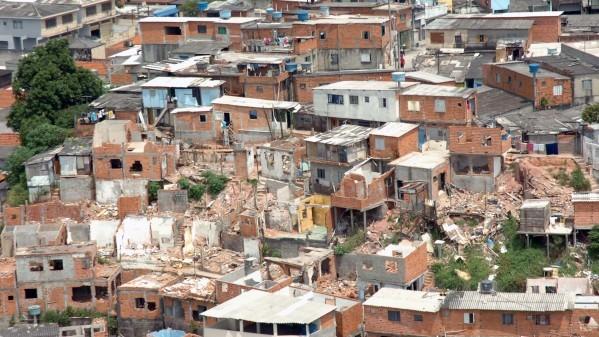 Favela na região do Jaguaré, zona oeste da capital paulista. Foto: Cecilia Bastos e Jorge Maruta/ USP Imagens