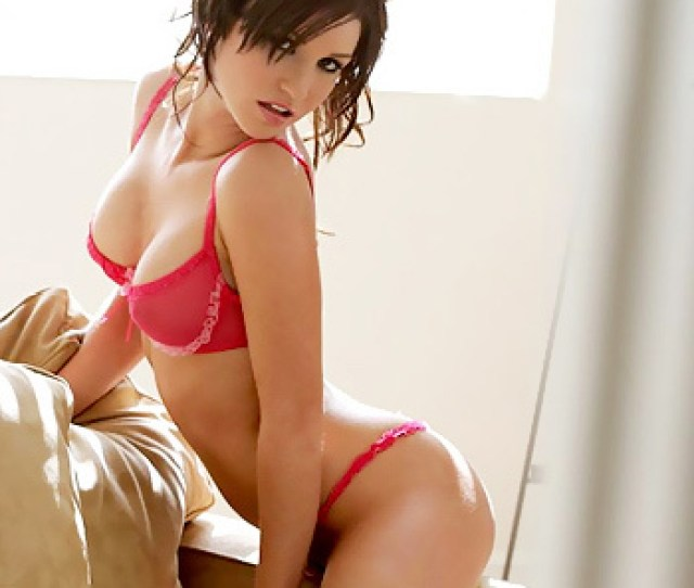 Veronica Saint Just Got Home From A Long Day Of Running Errands Already Stripped Down Into Her Sexy Pink Lingerie This Hot Brunette Is Feeling More Than A