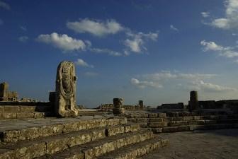 Statue sans tête, site antique de Dougga - Tunisie 2009