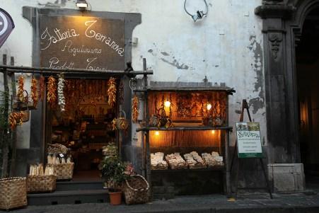 Boutique de produits artisanaux à Sorrente, Italie - août 2013