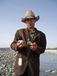 Mahmud, quand à lui pratique la vente directe de ses trouvailles - Hotan, Xinjiang, Chine, 2005