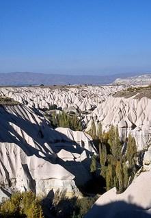 Vallée façonnée par l'érosion - Environs de Uçhisar, Cappadoce, Turquie, 1999