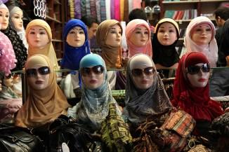 Boutique de foulards, souks de Damas, Syrie, 2010