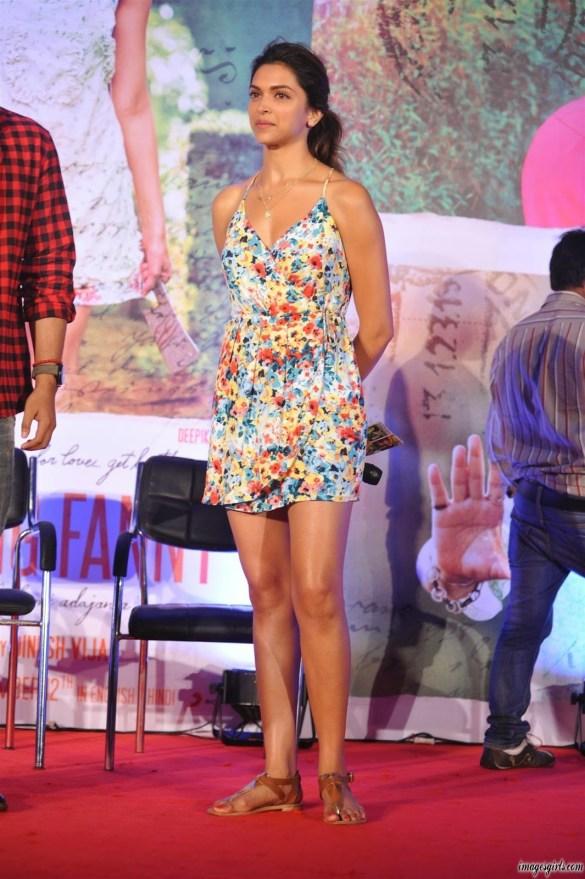 Deepika Padukone Latest Sexy Photo In Long Legs
