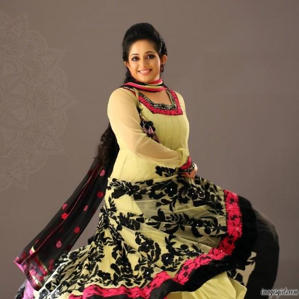 kavya madhavan sizzling pictures