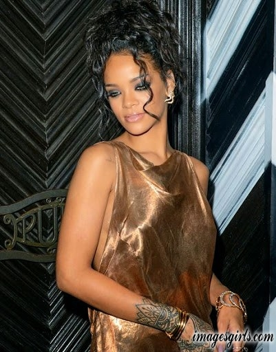 rihanna beautiful wallppaers in bun with curly hairstyles