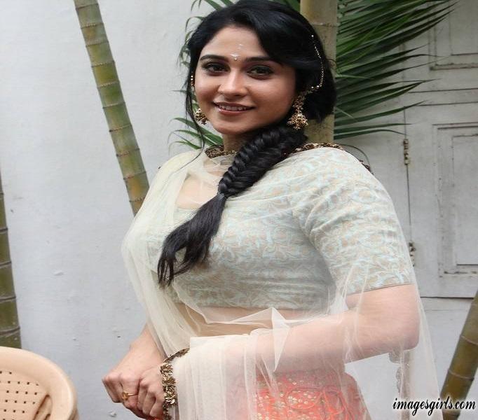 Regina Cassandra Photos At Mr Chandramouli Movie Pooja
