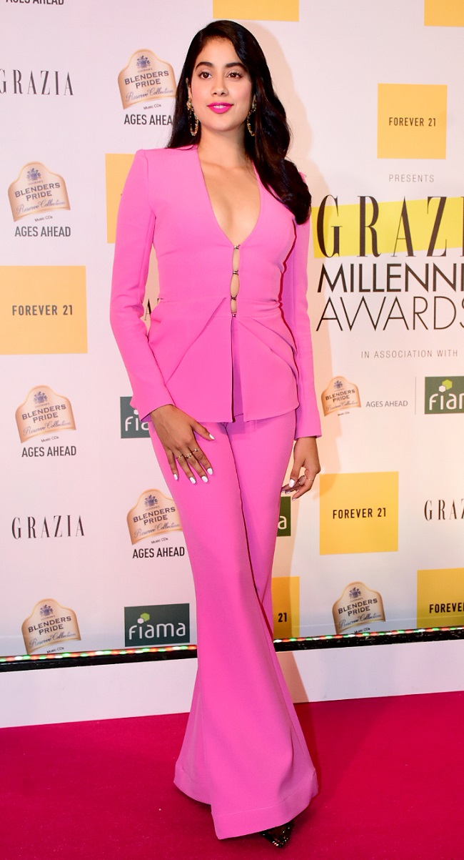 Janhvi Kapoor sizzled in a bright pink pantsuit at the awards night