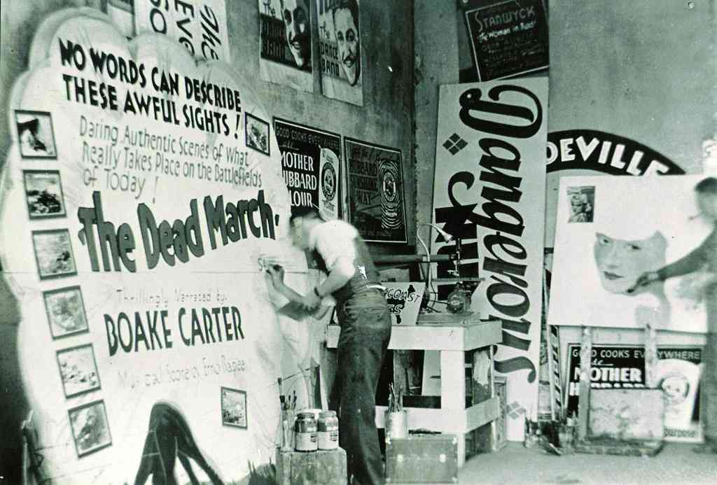 (Sign painter Chancey Curtis in Mankato, MN, ca. 1930. Courtesy of Sign Painters and Princeton Architectural Press.)
