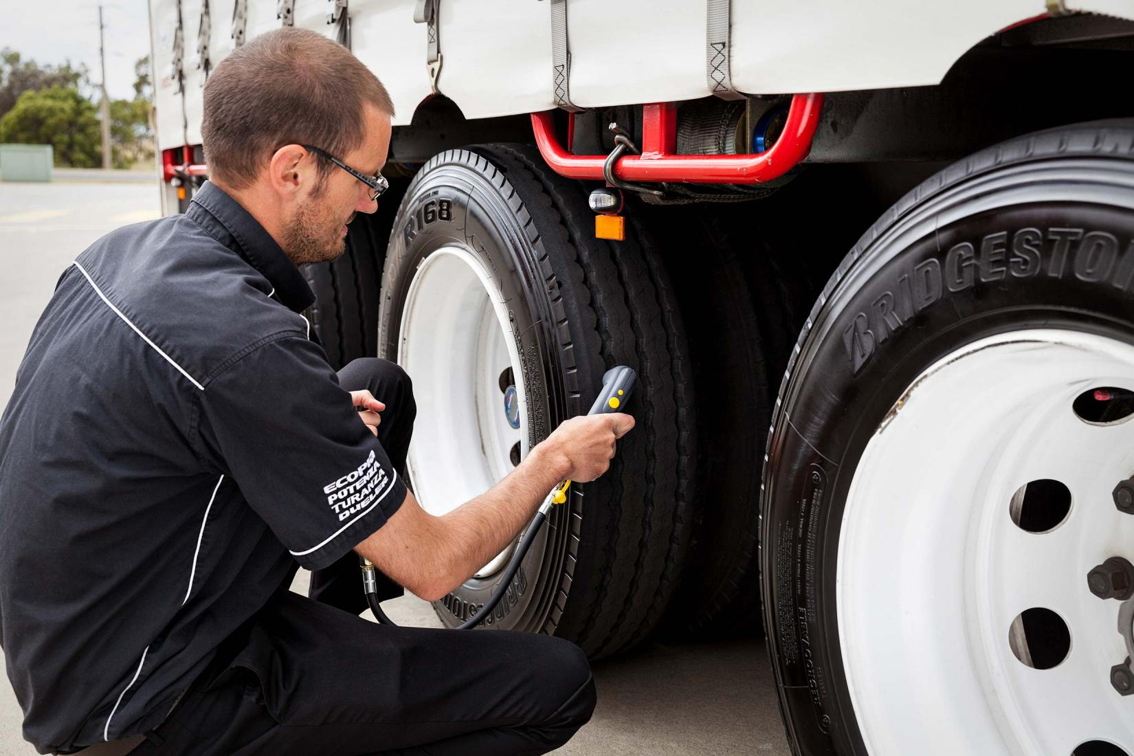 15126-0190-Image-Workshop-melbourne-photographer-industry-trucking-truck-tyre