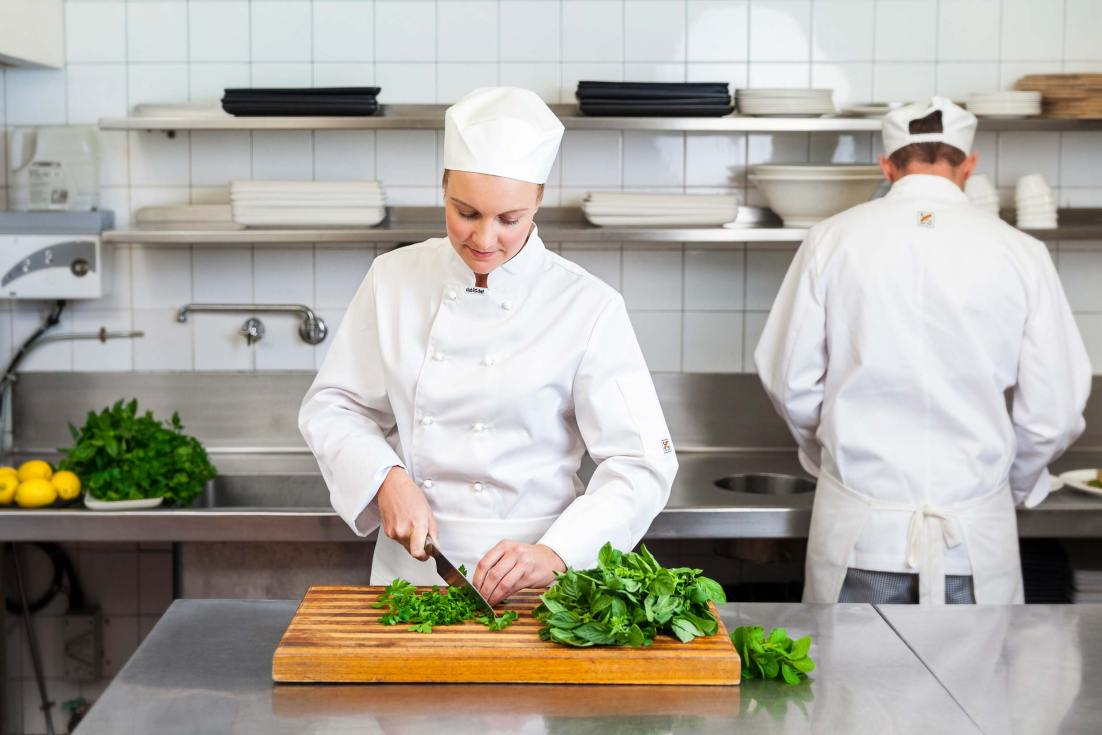 16119-0280-Image-Workshop-hospitality-photographer-Melbourne-chef-chopping-herbs-kitchen
