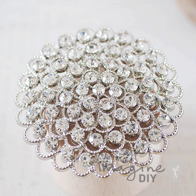 Brooch for wedding invitations