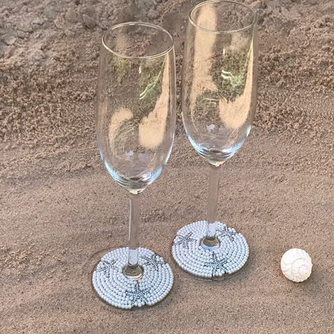customised wedding champagne wine glasses. Pearls and fizz. Pretty customised glasses. Summer wedding