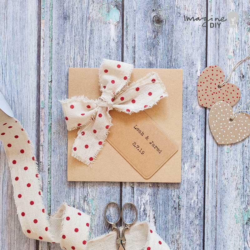DIY pocket invitation in kraft. Blank pocket invitation. DIY wedding invitation idea with rustic polka dots. DIY wedding stationery supplies
