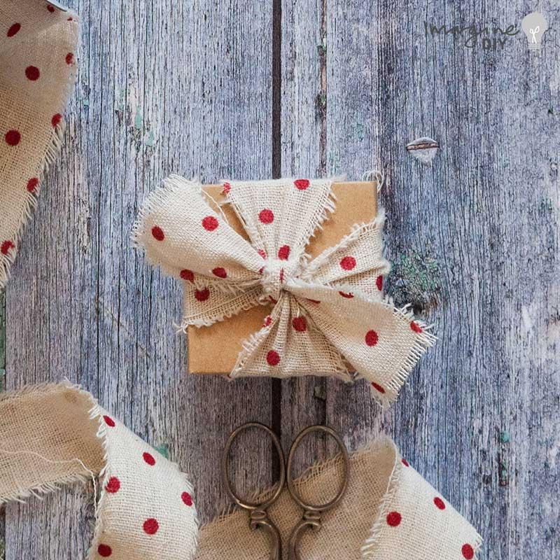DIY wedding favour box with polka dot ribbon. Rustic wedding ideas. DIY wedding stationery supplies