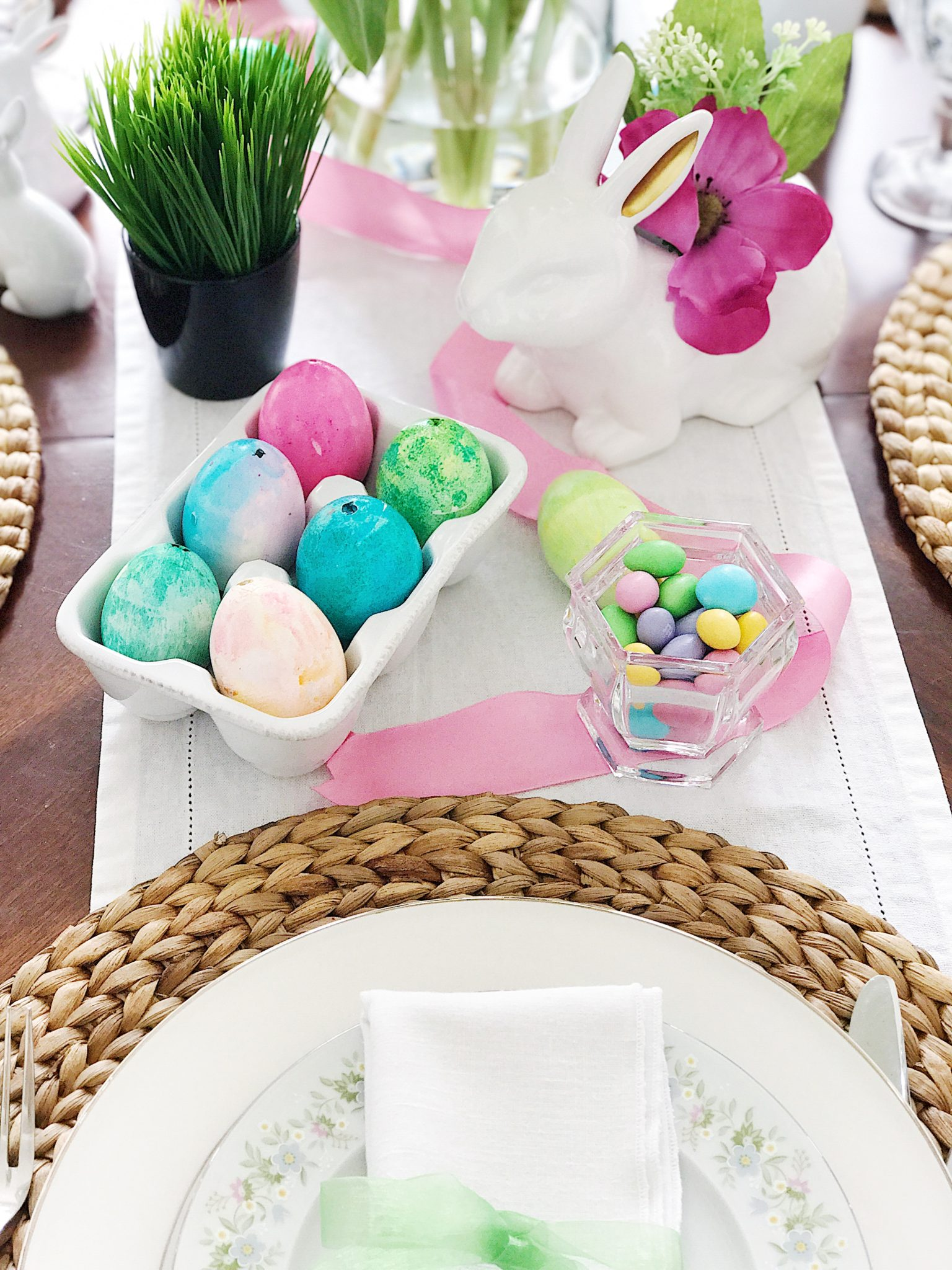 Simple, Fresh And Pretty Easter And Springtime Table Setting Ideas