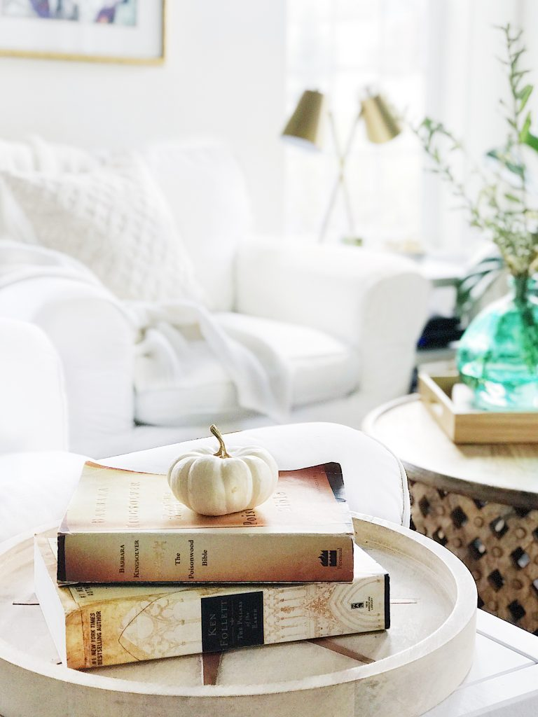 Fall home tour: simple touches of autumn--neutral fall decorating ideas and inspiration