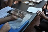 """Um negativo de vidro """"moderno"""". Feito com adesivo transparente sobre vidro pelo aluno Rogério Tomazela. (Marcelo Schellini)"""