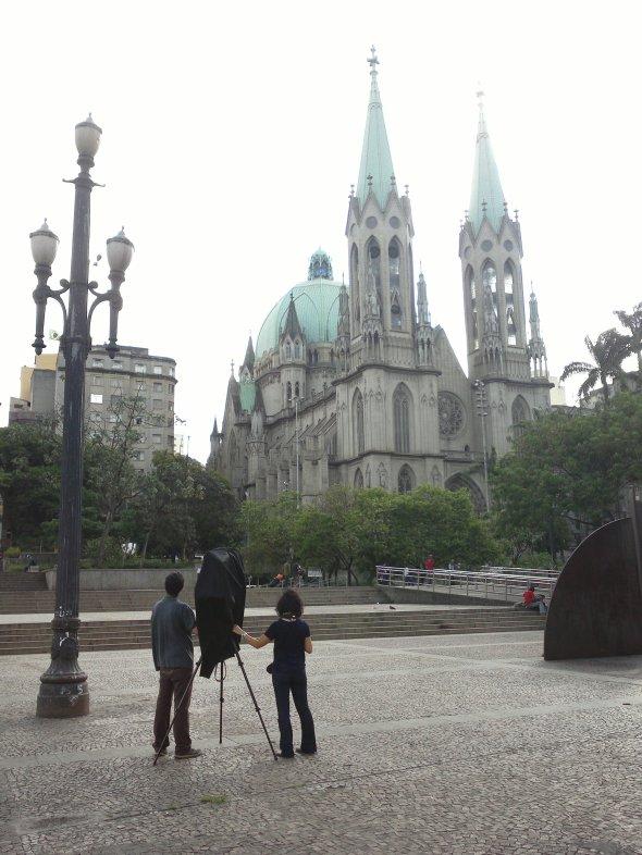 Fotografando calótipo na Praça da Sé