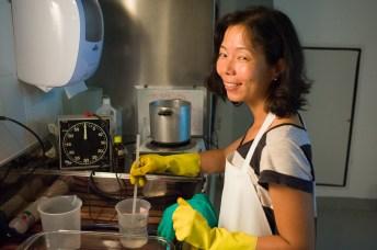 Ligia Minami deu o suporte na preparação dos químicos e na organização da linha de químicos.