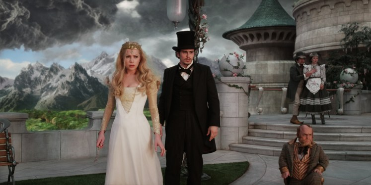"""OZ: THE GREAT AND POWERFUL"" Michelle Williams, left; James Franco, right ©Disney Enterprises, Inc. All Rights Reserved."