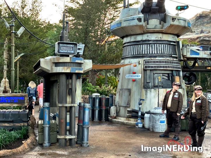 the outside of the queue for star wars rise of the resistance queue