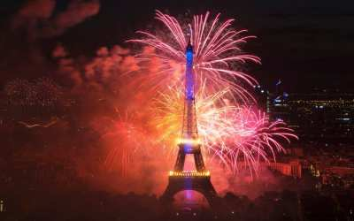 Crazy Night of fireworks in Paris