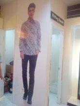 pemasangan stiker ritrama indoor di Bateeq Trans Mall Makassar