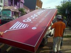 Neon Box ukuran 5 x 2 Meter pesanan Gogo Mall Makassar siap diberangkatkan ke lokasi. Pesanan Gogomall Pusat.