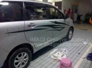 Sticker Striping Zigzag pada Toyota Avanza