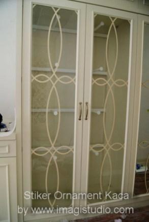 stiker ornament kaca pesanan Interior23 Jakarta untuk kaca lemari pakaian rumah di Panakkukang Mas Makassar
