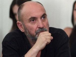 Analisti i njohur politik ka përfunduar studimet për fizikë në vitin 1974 në Universitetin e Tiranës.