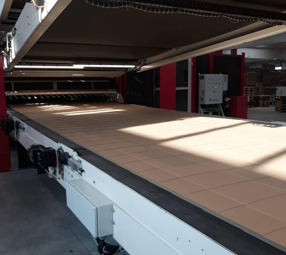 Produzione di cartone ondulato ecosostenibile, con l'80% di fibre riciclate