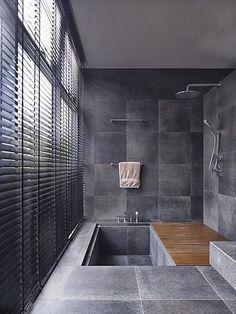 baño oscuro con encanto