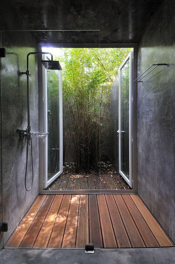duchas de baño con tonos oscuros