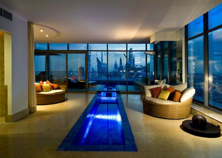 piscina dentro de casa