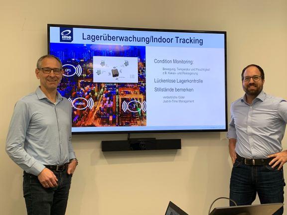 ime und computacenter vor Bildschirm mit IoT Präsentation