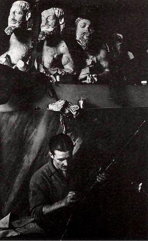 Αλλη μια φωτογραφία του Dmitri Kessel από το Δεκέμβρη του 1944 που αποδεικνύει το «σεβασμό» των Βρετανών για την Ακρόπολη, την οποία είχαν μετατρέψει σε στρατώνα...