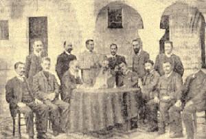Οι εκπρόσωποι των Δωδεκανησίων στο Συνέδριο της Πάτμου, Ιούνης 1912. Φωτογραφία από το «Kωακό Πανόραμα, 1900–1948», του Aλέκου Mαρκόγλου