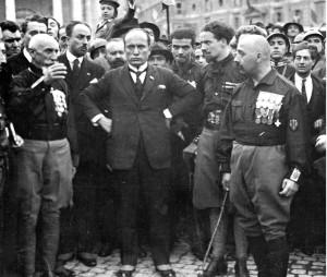 Η φασιστικη τετραρχία, στη μέση ο Μπενίτο Μουσολίνι, δίπλα του, αριστερά, ο Αιμίλιο Ντε Μπόνο, και δεξιά ο Ιταλο Μπάλμπο και ο Τσέζαρε Μαρία Ντε Βέκκι.