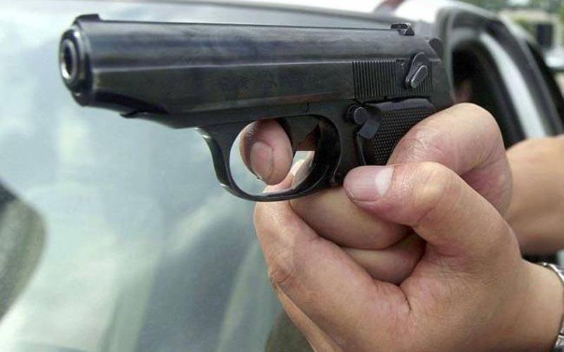 me-pistoli-kai-machairi-listeia-ta-ximeromata-se-periptero-sti-lemeso