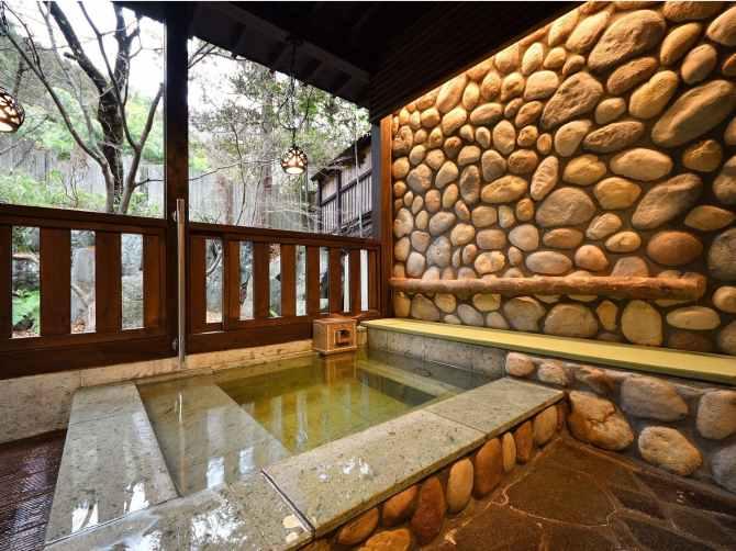 【蛍雪の宿 尚文】母屋 露天風呂付き INAKAスイート(70平米)の露天風呂
