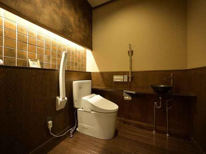 【蛍雪の宿 尚文】母屋 露天風呂付き INAKAスイート(70平米)の車いす対応トイレ